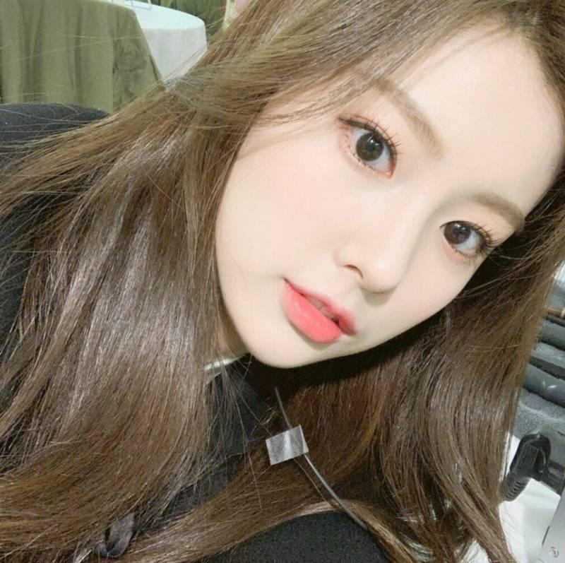 강혜원 머리색 무슨색이야? | 인스티즈