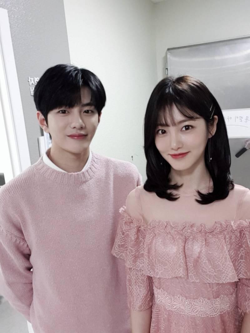 8일(금), 뮤직뱅크 MC 🎳골든차일드 최보민&신예은💖 | 인스티즈