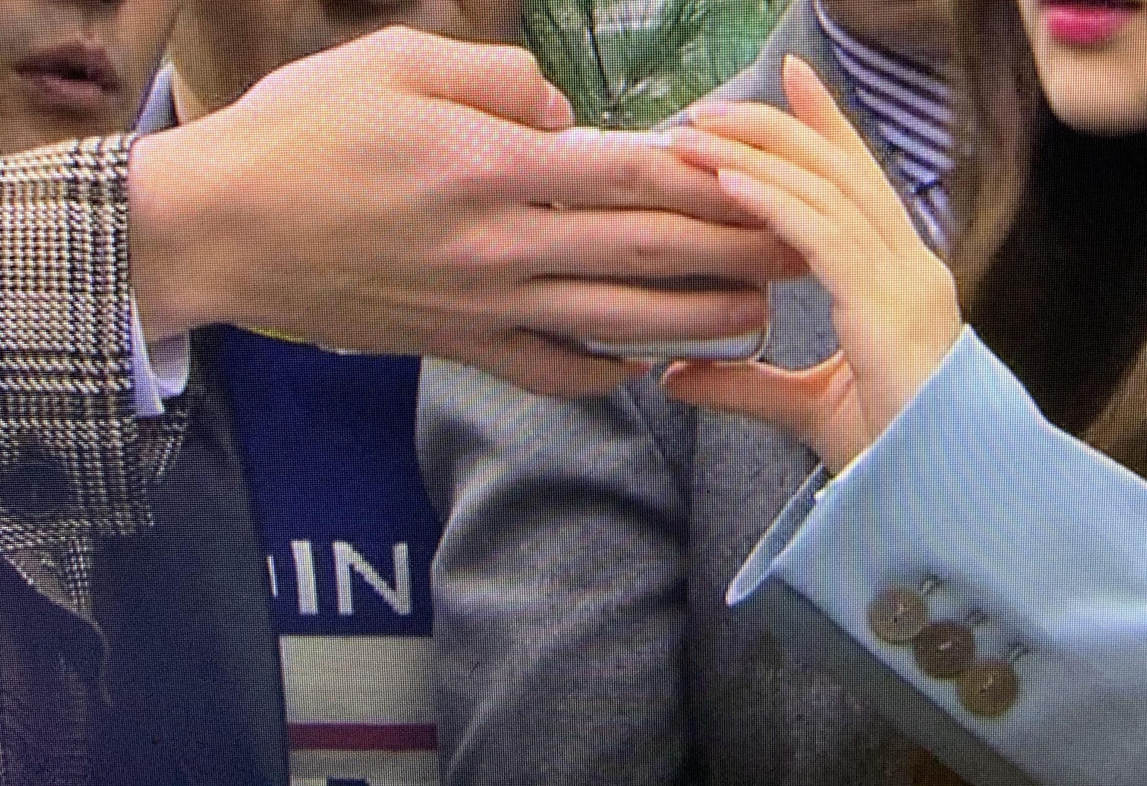 오세훈 민영언니랑 손 크기 차이 봐,,, | 인스티즈