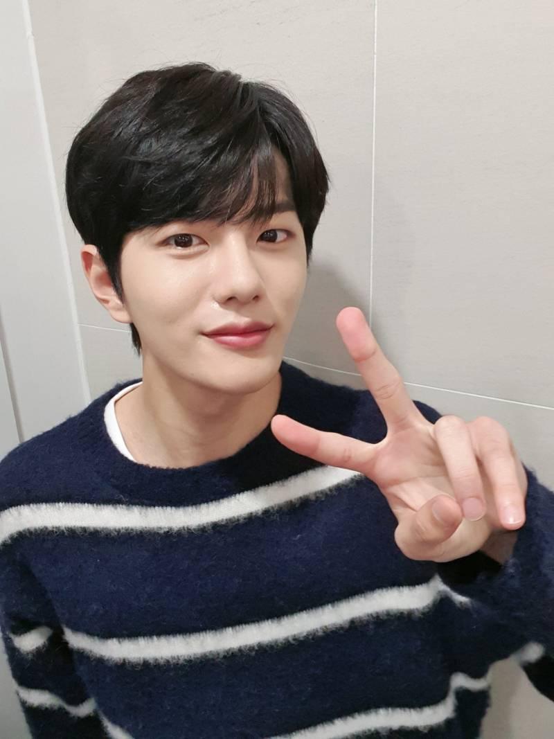 15일(금), 뮤직뱅크 예뽀MC 🎳골든차일드 최보민 & 신예은💖 | 인스티즈