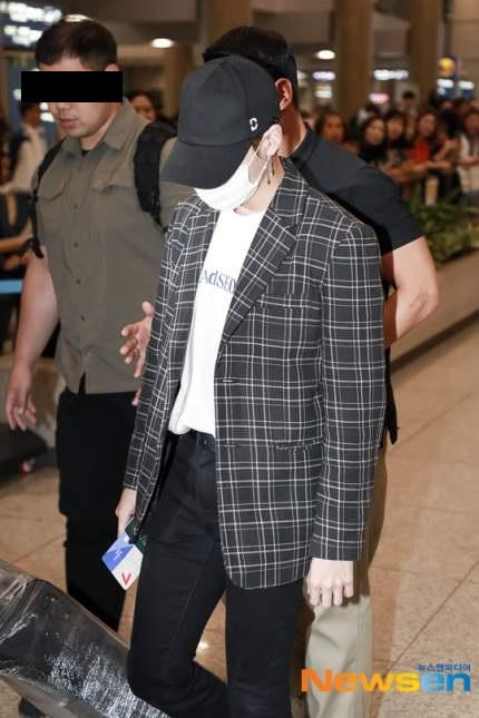 인천공항에서 카메라 대포 피하는 연예인들 방법.jpg | 인스티즈