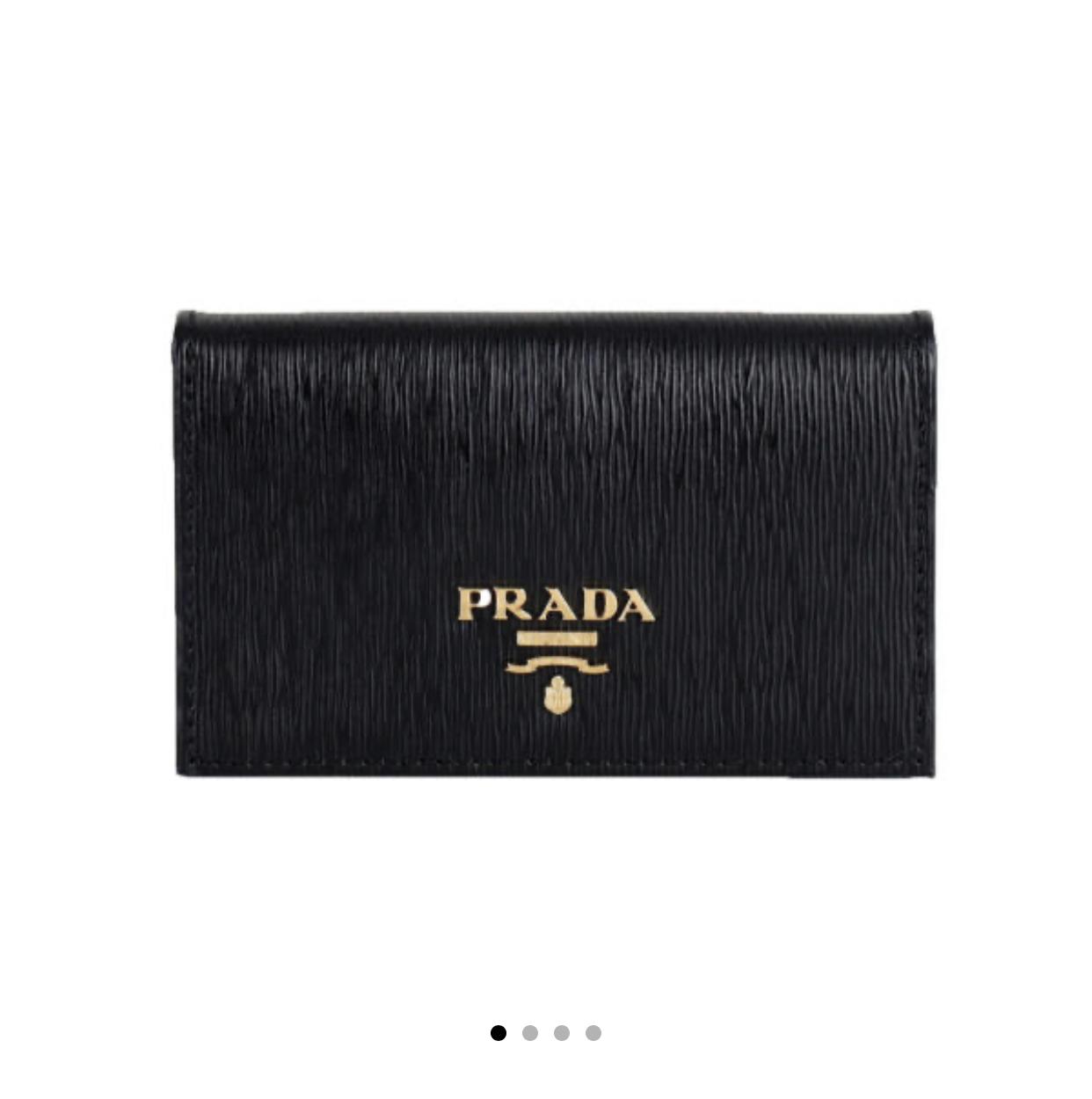 친구 선물로 프라다 카드지갑 사주려고 하는데 디자인 무난하지?   인스티즈