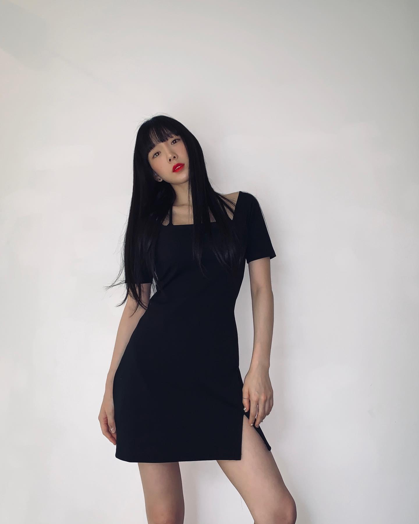 소녀시대 어제 옷 맞춘거 올블랙에 레드립이네   인스티즈
