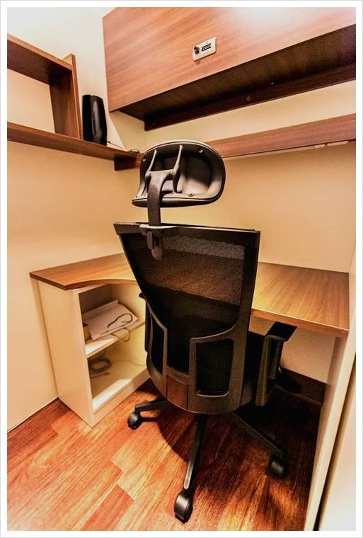 익들아 독서실 의자가 이건데 익들이라면 딴곳으로 옮길거같아?   인스티즈