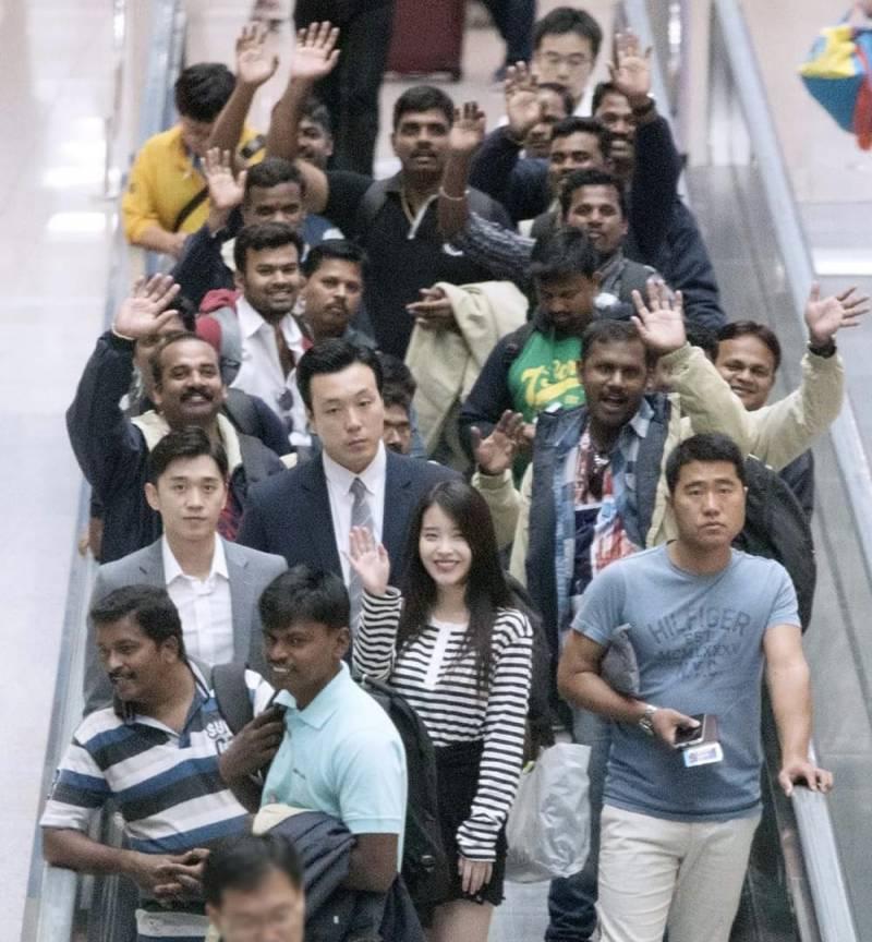 인천공항에서 엄청난 환대에 신난 외국인들 (feat. 아이유) | 인스티즈
