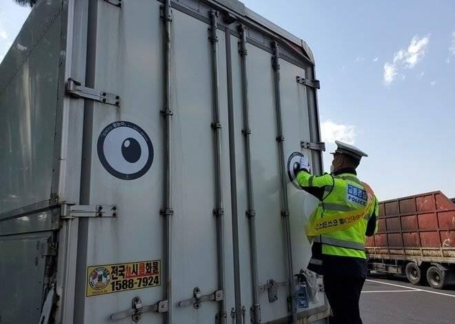 고속도로에 요즘 왕눈이 트럭이 많은 이유.jpg   인스티즈