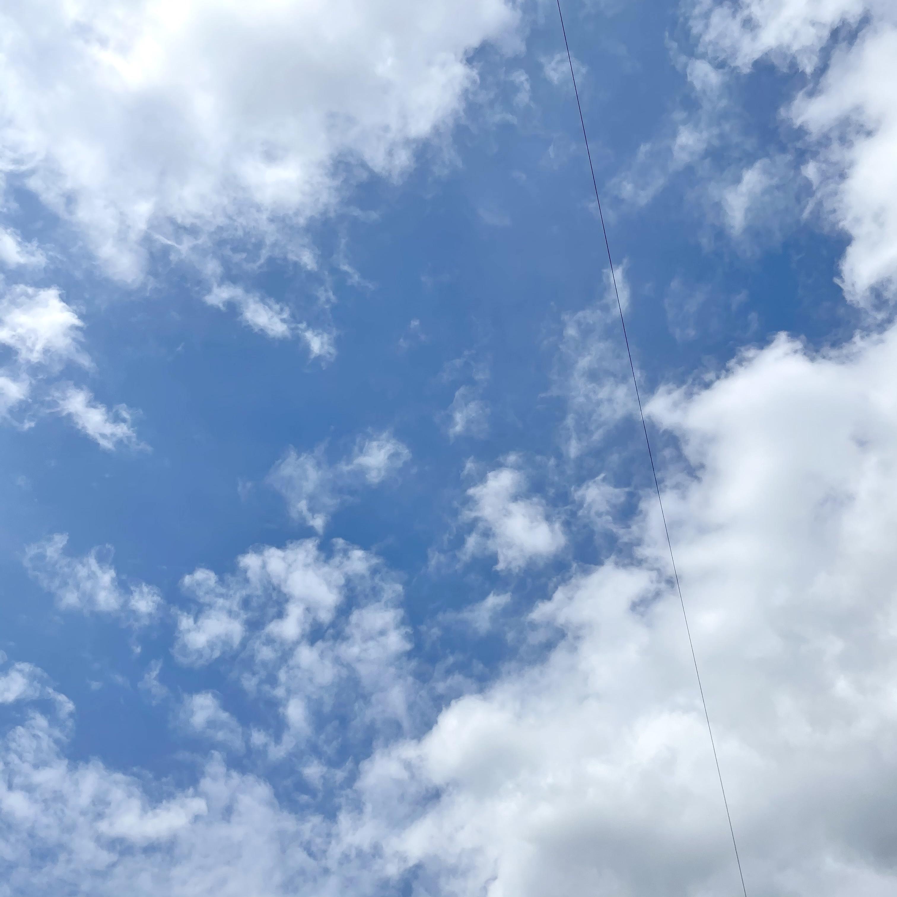 여기 구름사진에 전깃줄 좀 지워주실 천사님 계신가요...🥺 | 인스티즈