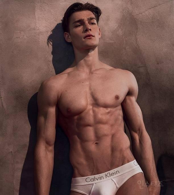 독일판 도전 슈퍼모델에 등장한 남자 모델 (후방주의) | 인스티즈