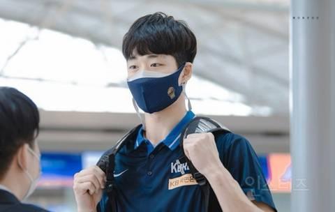 오늘 국가대표 데뷔한 농구 선수 (얼굴 난리남) | 인스티즈