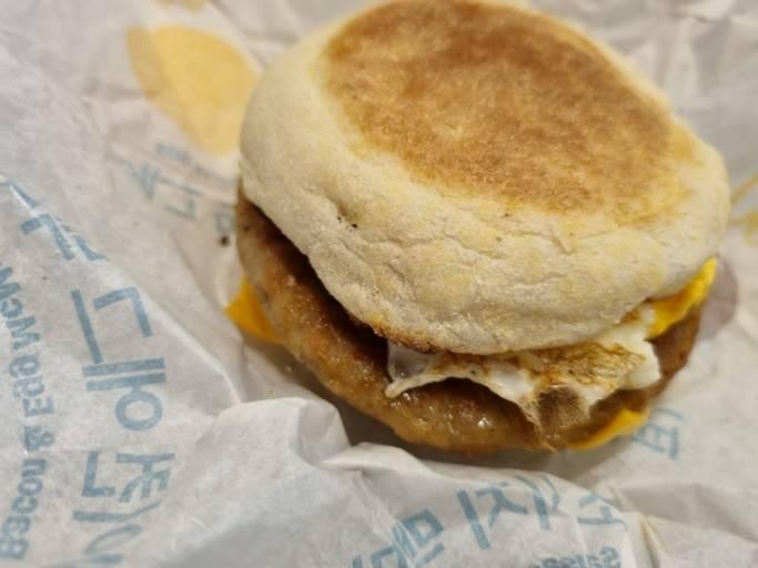 맥도날드 이 빵으로 파는 햄버거 잇어? 아님 다른 메뉴나?? | 인스티즈