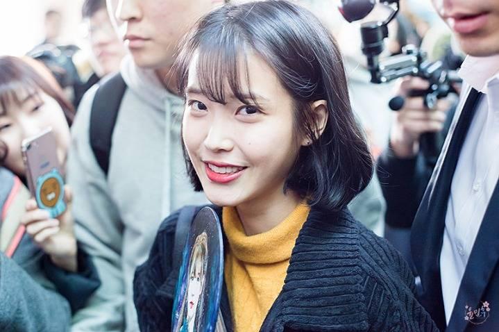 아이유 2017년 대학생룩 모음.jpg | 인스티즈