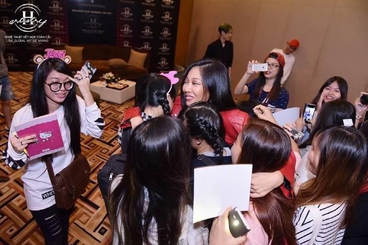 제시 해외에서 팬 대하는 표정 수준.jpg | 인스티즈
