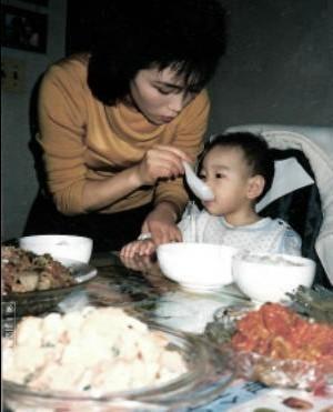 소시 태연오빠와 어머니 어린시절.jpg | 인스티즈