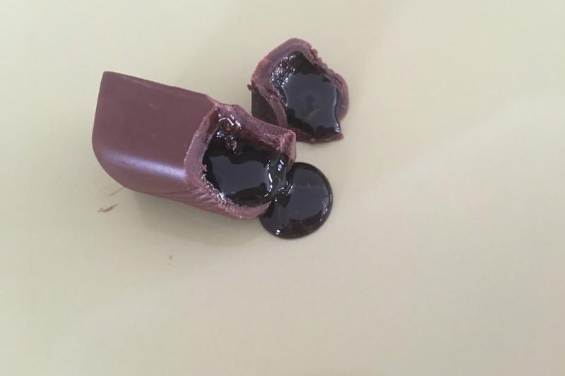 초콜릿 안에 에스프레소가 들어있어 커피를 타 먹을 수 있는 초콜릿.jpg | 인스티즈