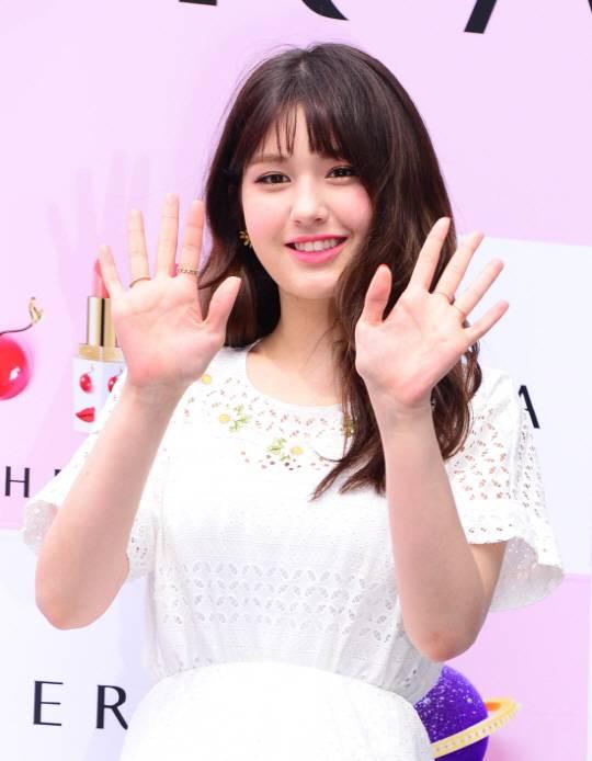 [단독] JYP 떠난 전소미, YG 품에 안긴다..테디 '더블랙레이블' 계약 확정 | 인스티즈