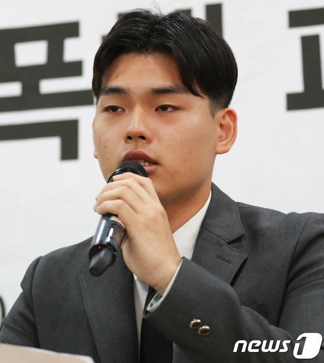 [단독] 더이스트라이트 이석철, 패션위크 행사 불참..정사강·이우진도 | 인스티즈