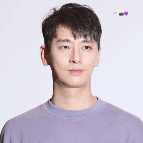 눈이 독특한 배우.jpg | 인스티즈