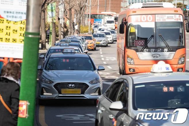 [단독] 서울시, 2024년까지 모든 택시에 안전 격벽 설치 | 인스티즈