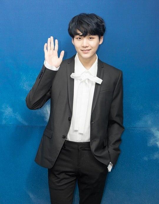 방탄소년단 슈가, 1억원과 함께 329개 인형 '슈키' 기부한 이유는? | 인스티즈