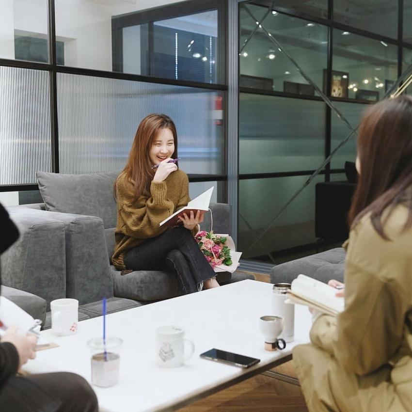 오늘자 소녀시대 서현 새 소속사 방문.jpg | 인스티즈