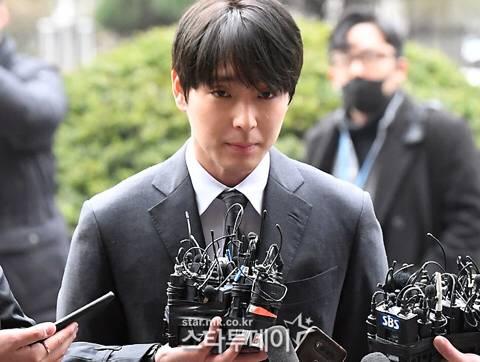 오늘자 최종훈 경찰 출석 .jpg | 인스티즈