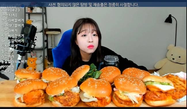 BJ쯔양 맘스터치 버거 10개 먹방 (비교) | 인스티즈
