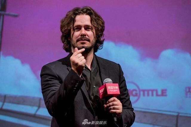 헐리웃 배우들한테 k하트 시키는 중국.jpg | 인스티즈