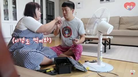 가짜 공구로 김민기 속이는 홍윤화 | 인스티즈