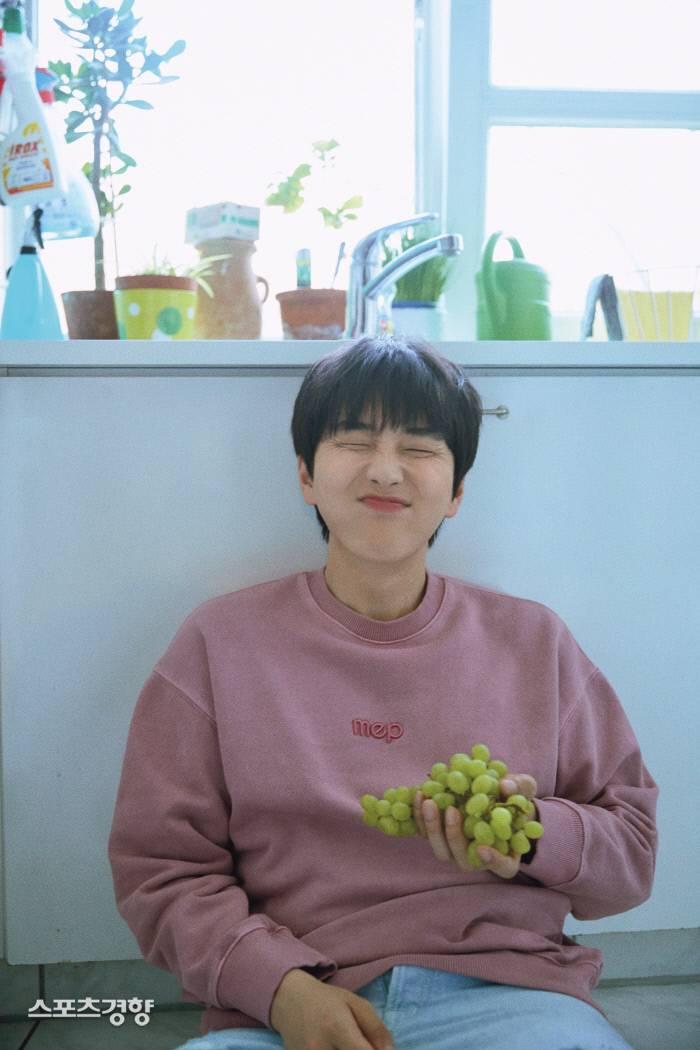지난 3일 두 번째 솔로 미니앨범 '날씨 좋은 날'을 발매한 그룹 B1A4의 멤버 산들. 사진 WM엔터테인먼트