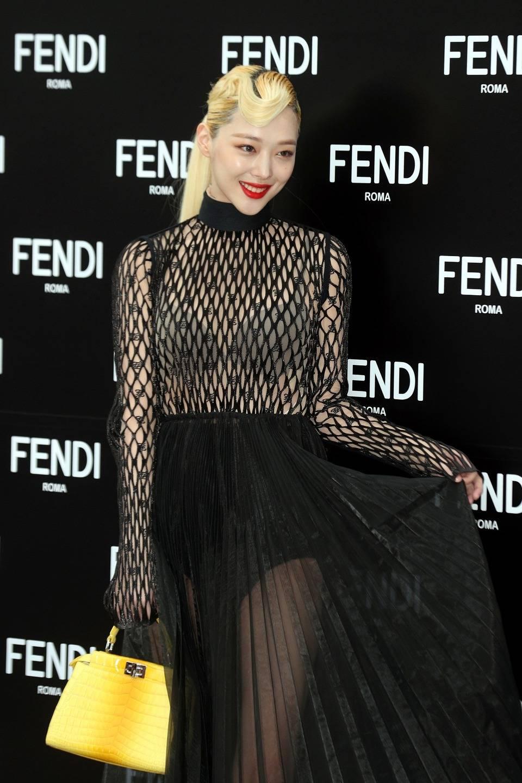 설리 펜디 2019FW 컬렉션 팝업스토어 포토월 | 인스티즈