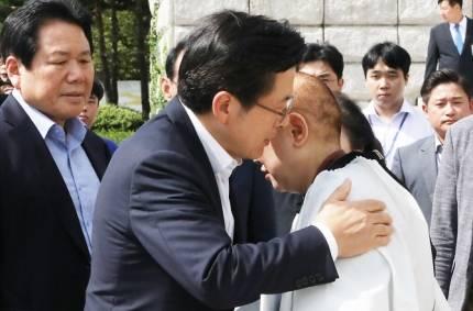 삭발 후 엉겁결에 '조국 화이팅' 외쳐버린 박인숙 | 인스티즈