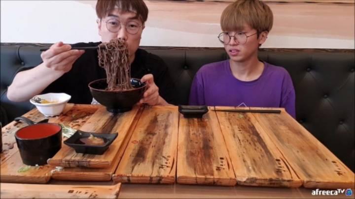 초밥103개+냉모밀 먹은 먹방bj 위 상태 | 인스티즈