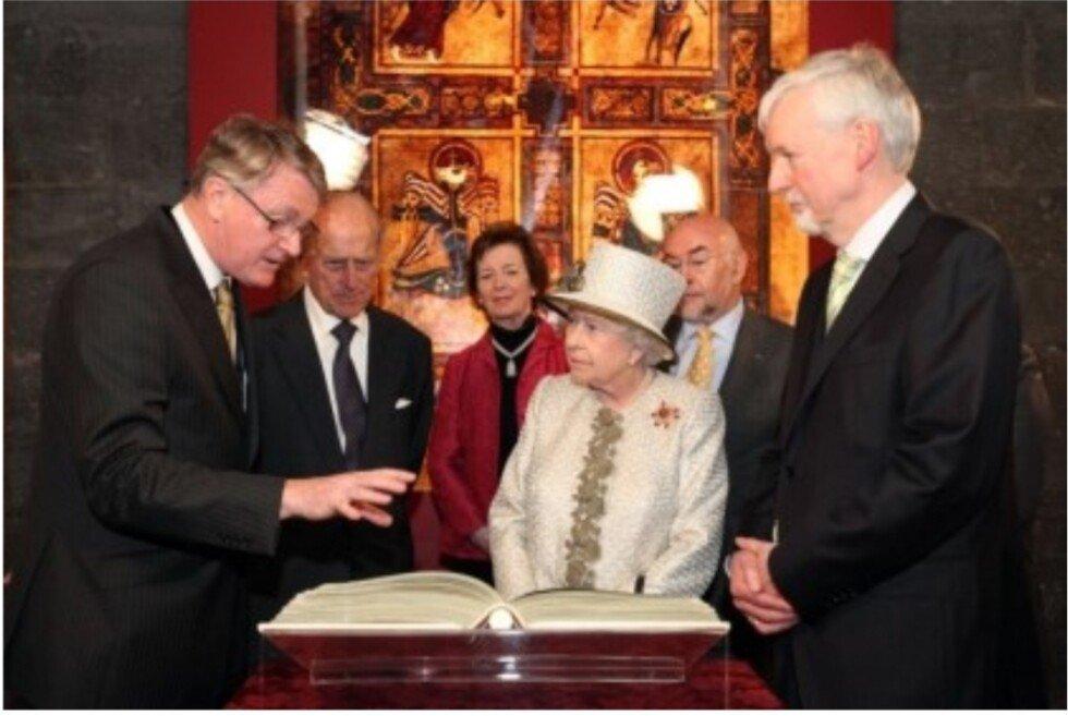 아일랜드의 국보급 성경 유물.jpg | 인스티즈