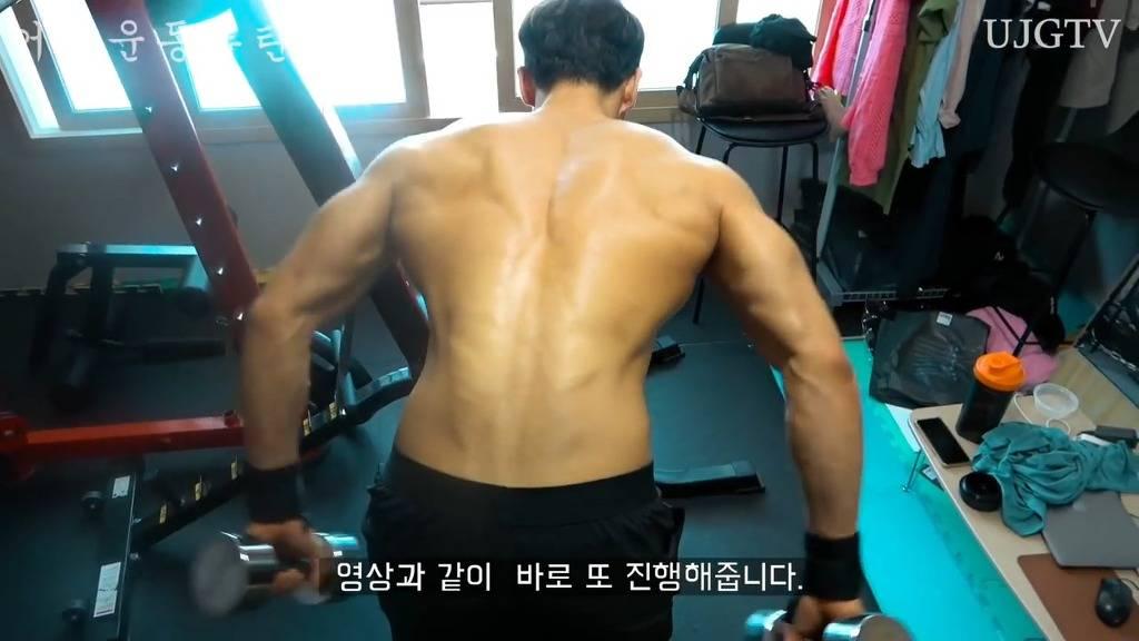 어떤 직장인 운동 유튜버의 어깨운동 방법 ㅎㄷㄷ;;.JPG | 인스티즈