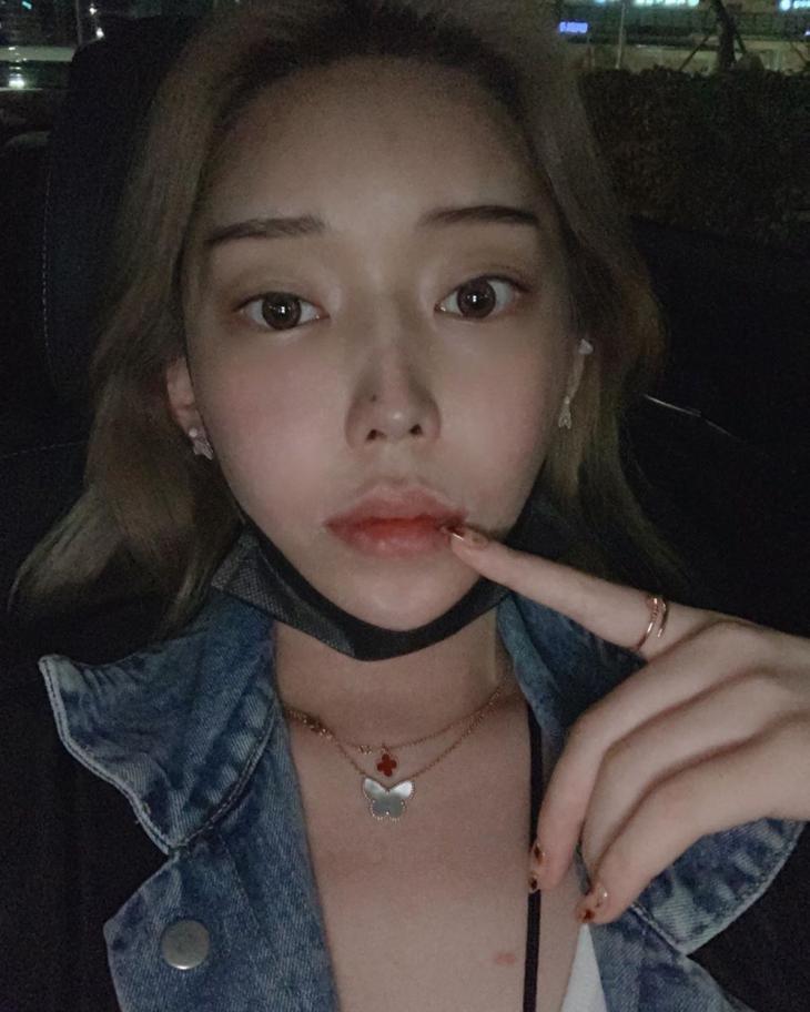 트렌스젠더 BJ 꽃자, 정배우 폭로 이후 근황…'데뷔 부르는 미모'   인스티즈