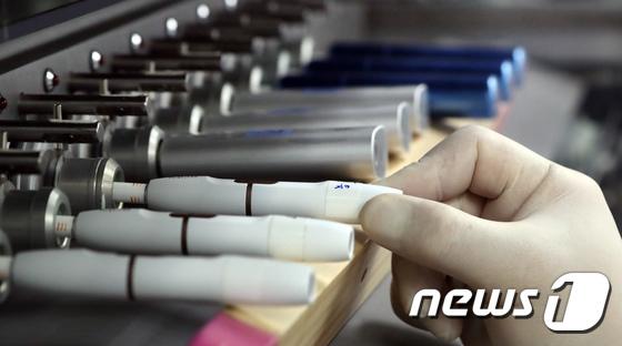 [속보] 정부, 액상형 전자담배 사용중단 강력 경고 | 인스티즈