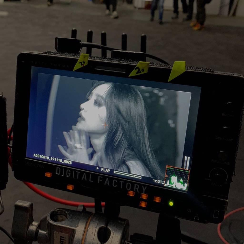 일본 신곡 뮤비(?) 찍는 EXID 엘리와 하니 | 인스티즈