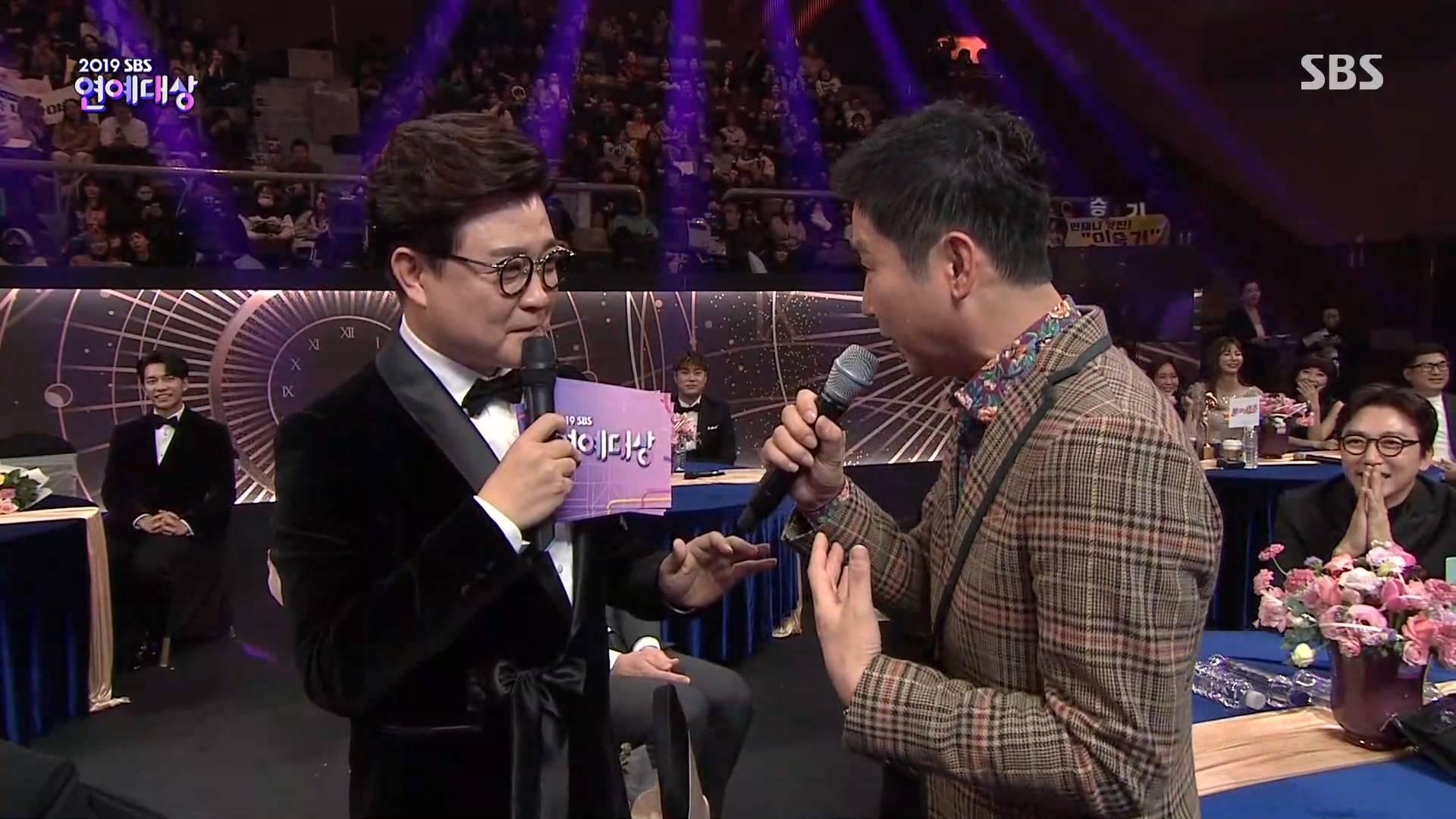 [SBS연예대상] 오늘 레전드였던 신동엽 대상 받으면 트로피를 바닥에 던지겠다는 발언.jpg   인스티즈