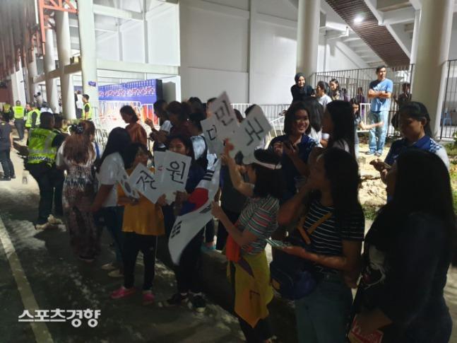 태국에서 인기폭발중인 김학범호 근황.jpg | 인스티즈