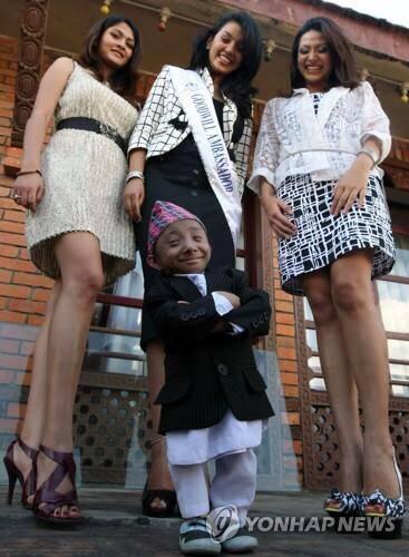 '가장 작은, 움직이는 사람'..키 67cm 네팔인 사망 | 인스티즈