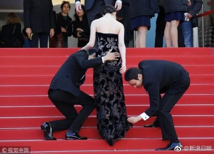 자연스럽게 엉덩이 만지는 일본 불륜 커플.jpg | 인스티즈