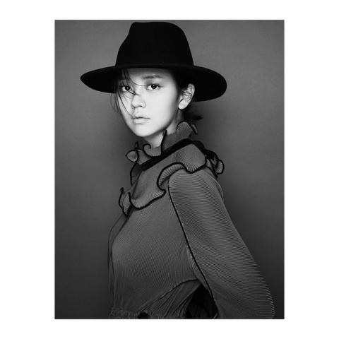 컨셉 독특한 김소현 데이즈드 화보 10컷 | 인스티즈