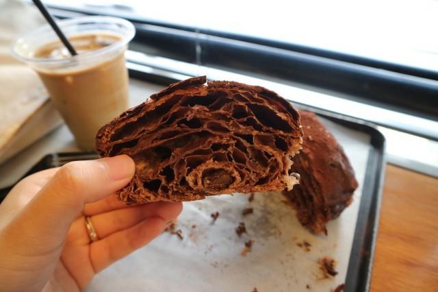 초콜렛 범벅인데 보기보다 담백하다는 서울 유명 크루아상.jpg | 인스티즈