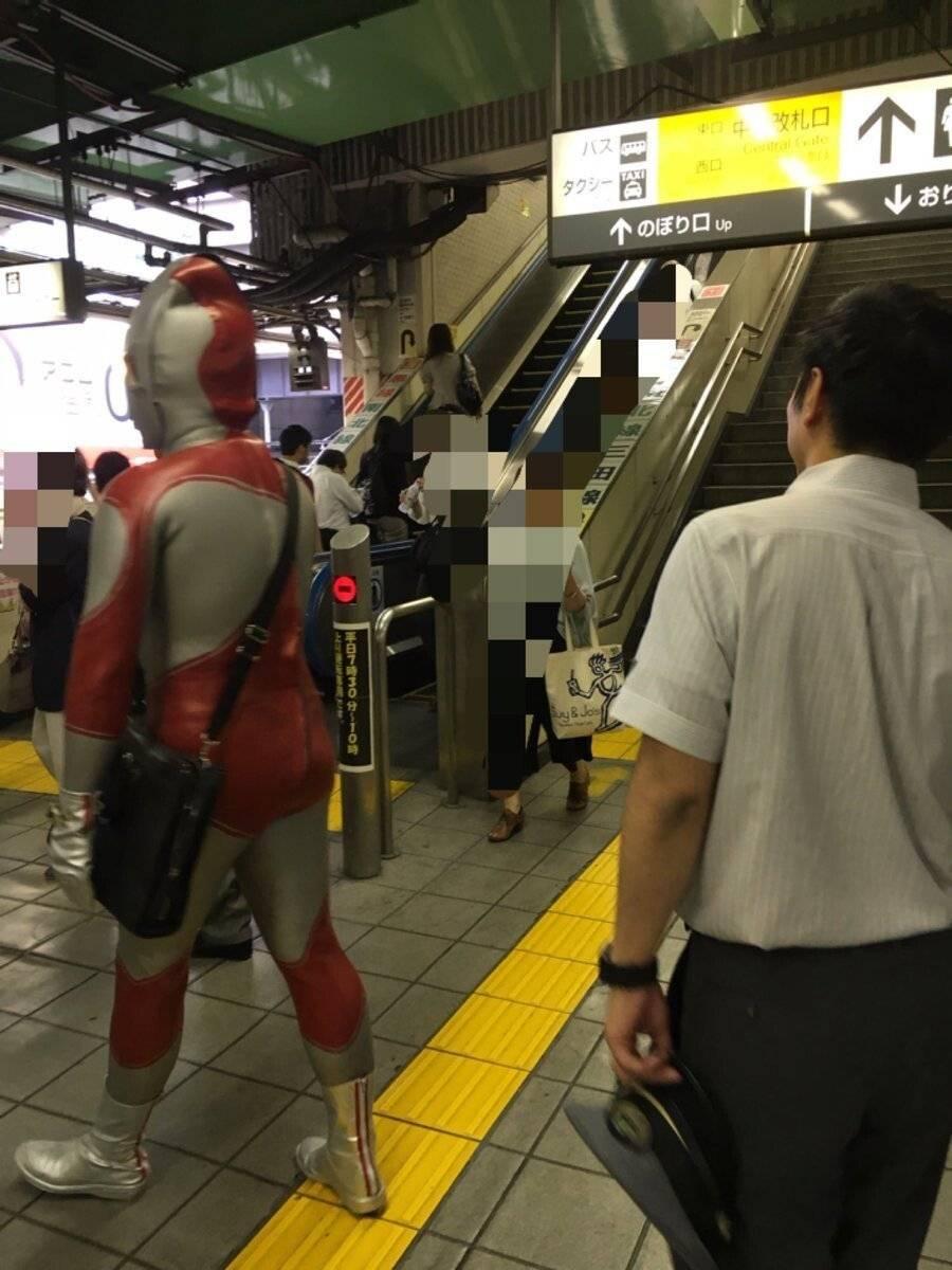 강한자만이 살아남는 일본 지하철.jpg | 인스티즈