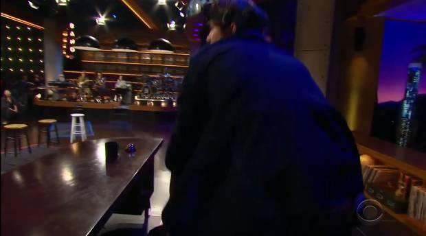 제임스 코든쇼에서 애쉬튼 커쳐와 숨바꼭질하는 방탄소년단 ㅋㅋㅋ.jpgif | 인스티즈