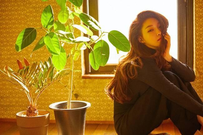 가수 청하 MNH 제공.