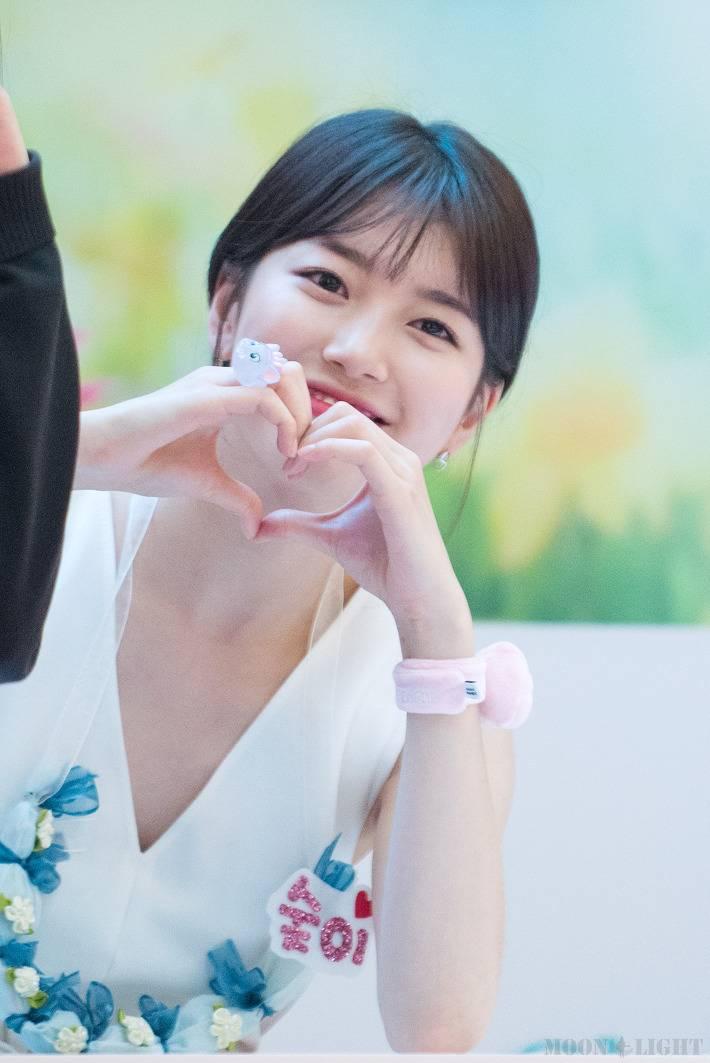 수지, 팬들의 하트 요청 최초 거부   인스티즈