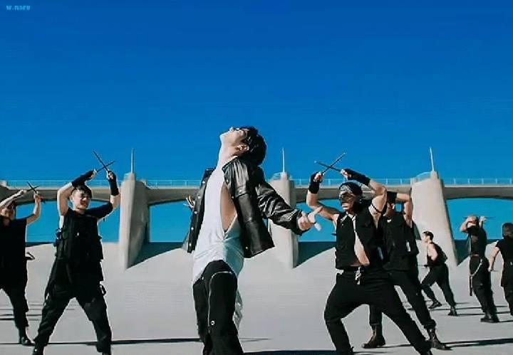 오늘 공개된 방탄 ON 뮤비 개쎈 정국.gif | 인스티즈