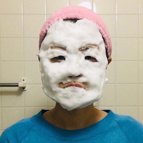 대체 어떻게 하는 건지 궁금한 폼클렌징 얼굴흉내 | 인스티즈