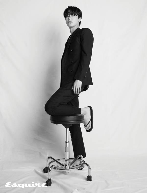 [화보] 이재욱, 내추럴 무드 | 인스티즈